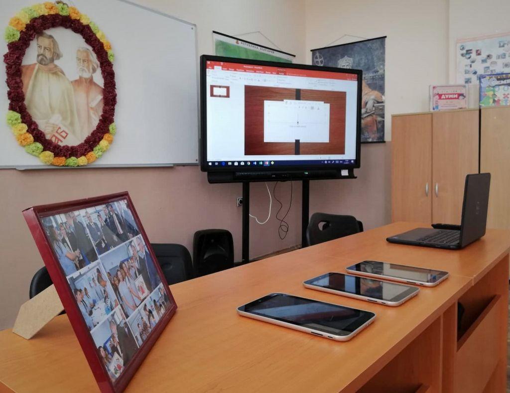 Съвременен интерактивен кабинет  - голяма снимка